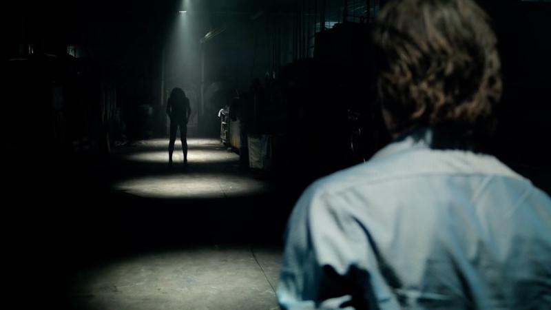 Hình ảnh con quỷ xuất hiện trong Light Out