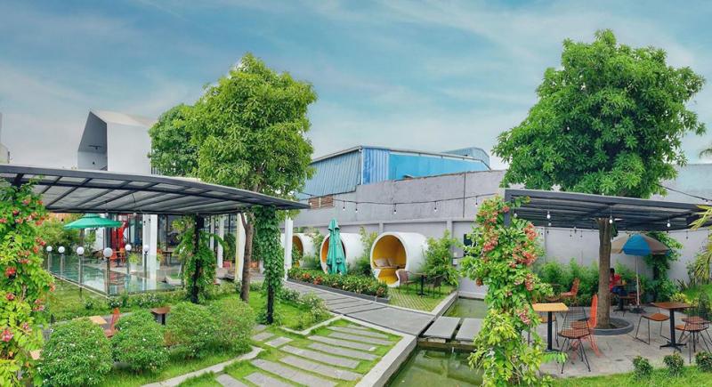Không gian thoáng đãng tại Lily's Garden Caffee