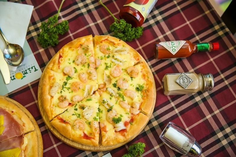Limone - Italian Foods xây dựng theo phong cách vintage từ đĩa đựng thức ăn, các vật trang trí đến cả khăn trải bàn đều nhuốm màu sắc cổ điển, lãng mạn.