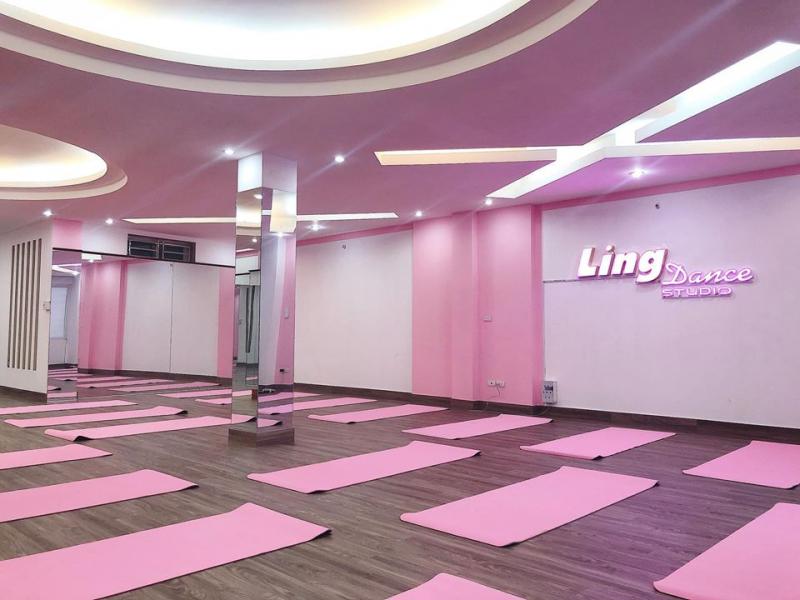 Phòng tập với gam màu hồng phấn thu hút người tập