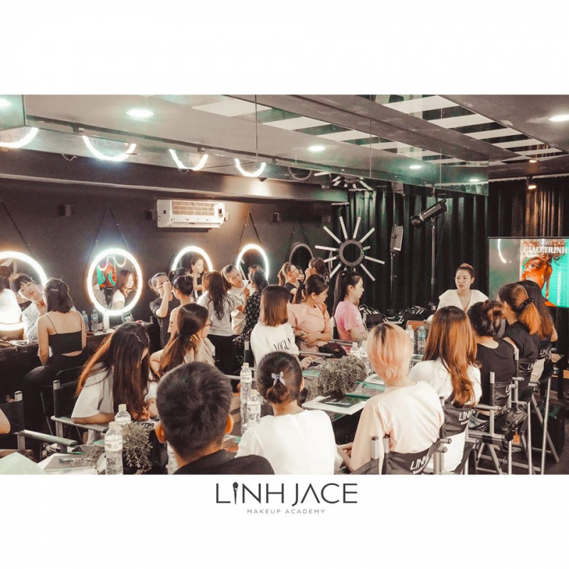 Linh Jace Make Up