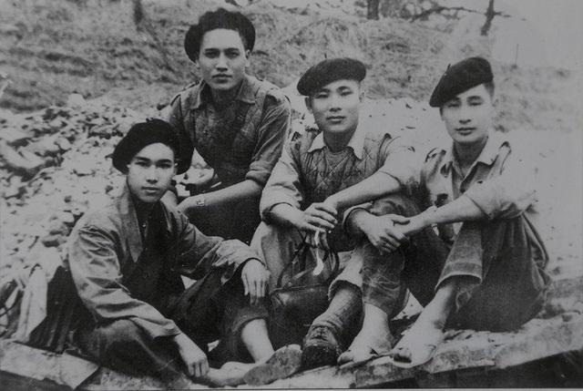 Nhà thơ Quang Dũng và đồng đội