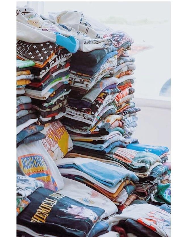 Cả một kho áo Retro USA cho các bạn tha hồ chọn lựa.