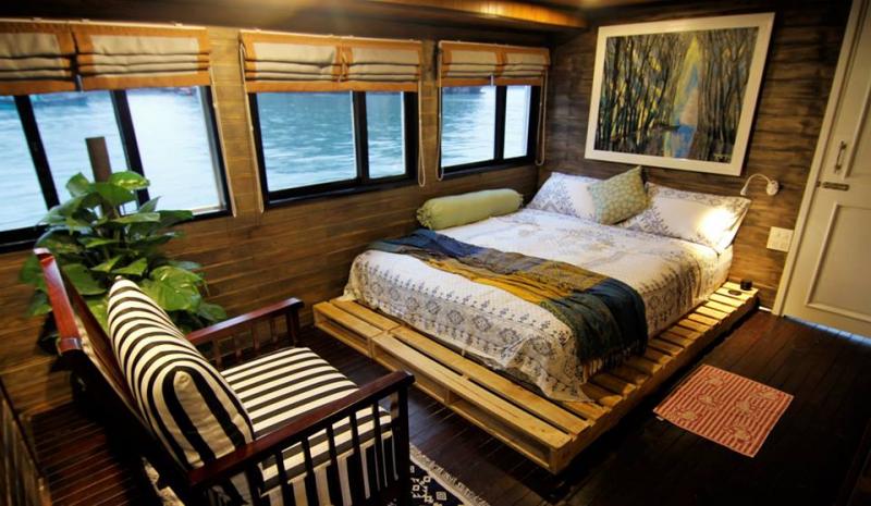 Thiết kế phòng sang trọng, vừa nghỉ ngơi vừa có thể ngắm nhìn biển trờ qua ô cửa sổ
