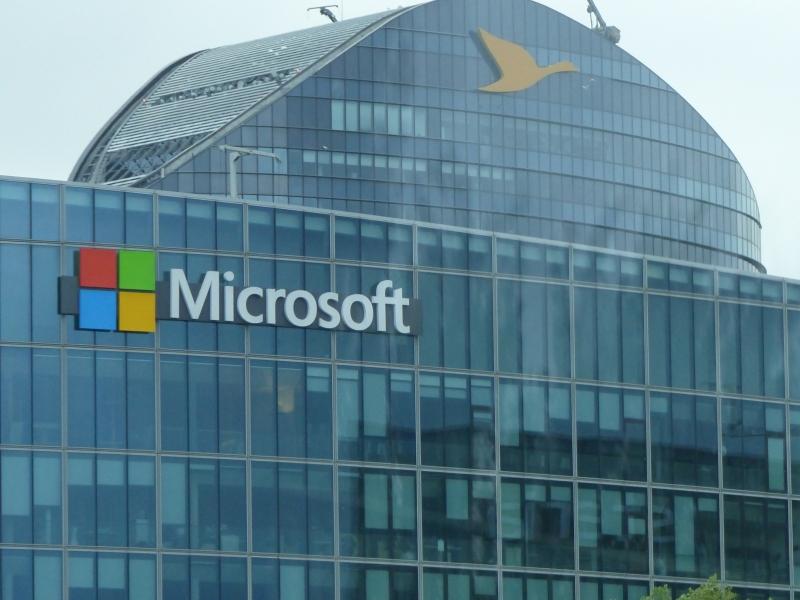 Live.com là cổng điện tử được phát hành bởi Microsoft