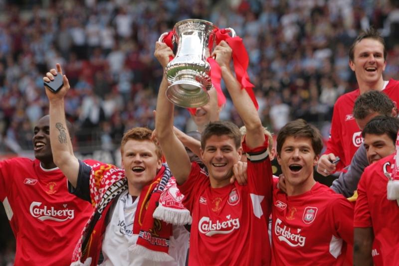 Gerrard, Alonso, Riise nâng cao chiếc cup vô địch năm 2006