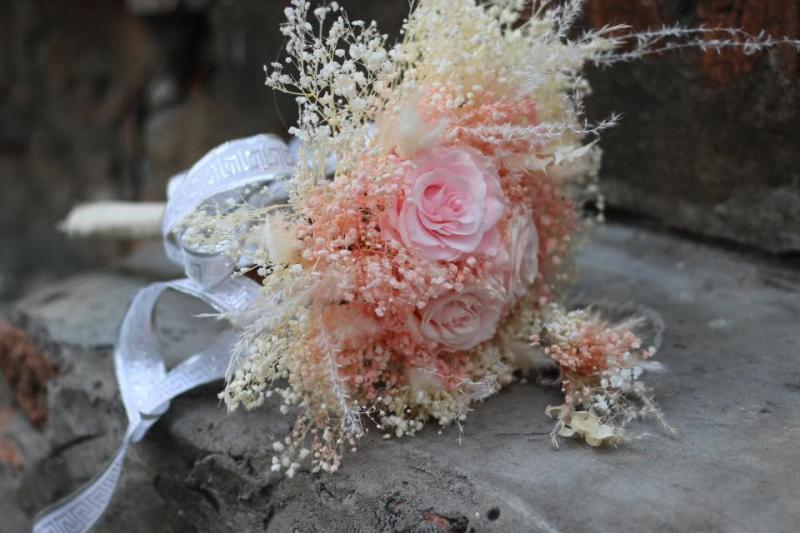 Lọ thủy tinh và hoa