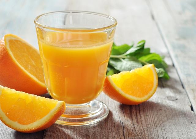 Nước cam vắt uống rất tốt cho sức khỏe