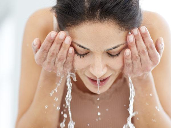 Rửa mặt bằng quả bồ hòn giúp da mịn và đẹp