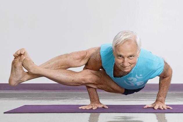 Yoga giúp duy trì sự thăng bằng tốt ở người lớn tuổi