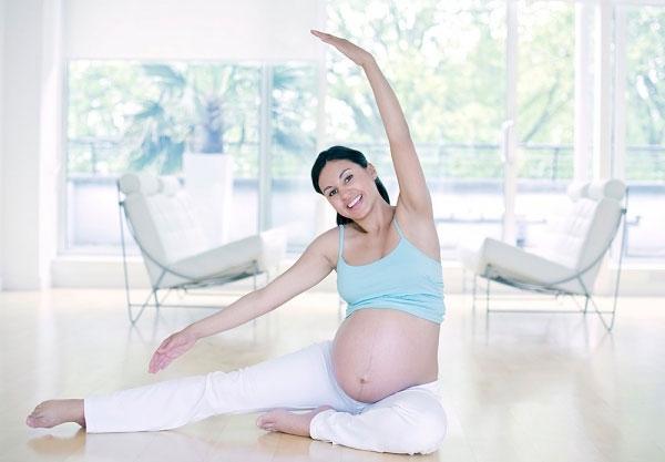 Tập yoga rất tốt cho sức khỏe mẹ bầu và thai nhi