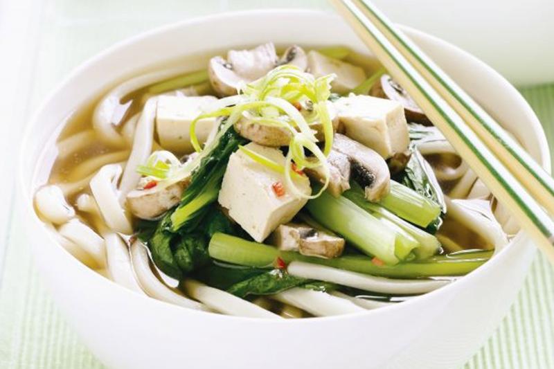Mì Udon có thể dùng chung với nhiều loại thảo mộc mà không sợ mất vị.
