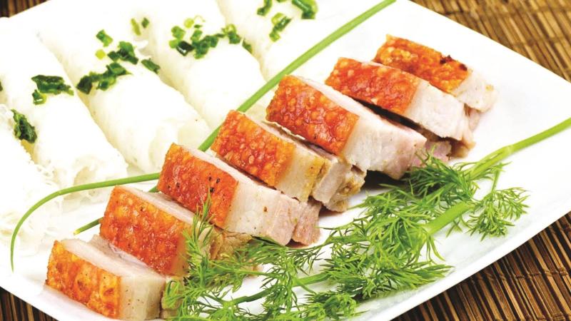 Lợn quay Lạng Sơn ăn kèm bánh hỏi