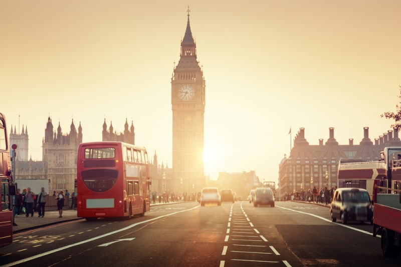 London nổi tiếng với xe bus 2 tầng và nhiều địa điểm du lịch thú vị