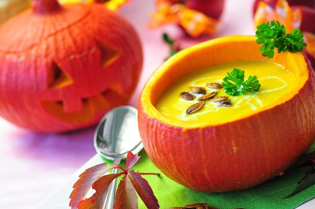 Súp bí đỏ là món ăn truyền thống ngày lễ Halloween rất giàu dinh dưỡng và được yêu thích.