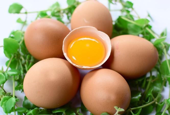 Người cao huyết áp nên ăn ít trứng
