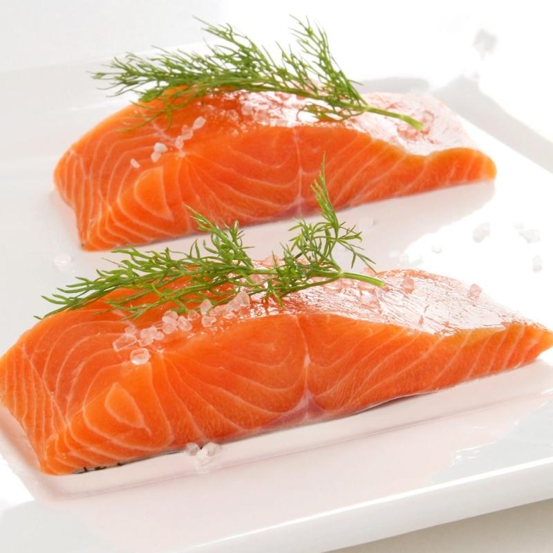 Lòng đỏ trứng gà và cá hồi giảm nguy cơ thoái hóa điểm vàng