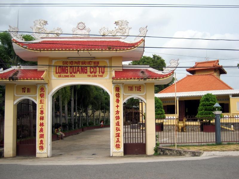 cổng chùa Long Quang