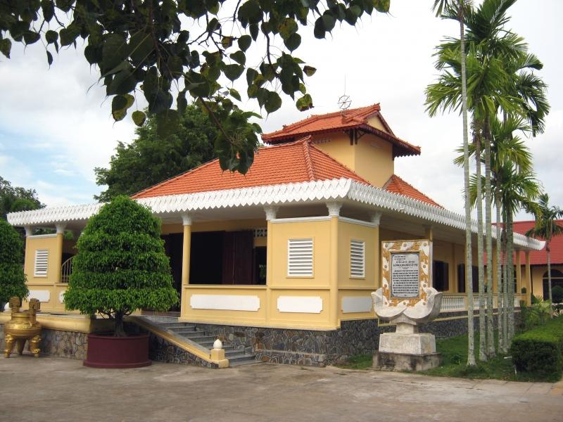chánh điện chùa Long Quang