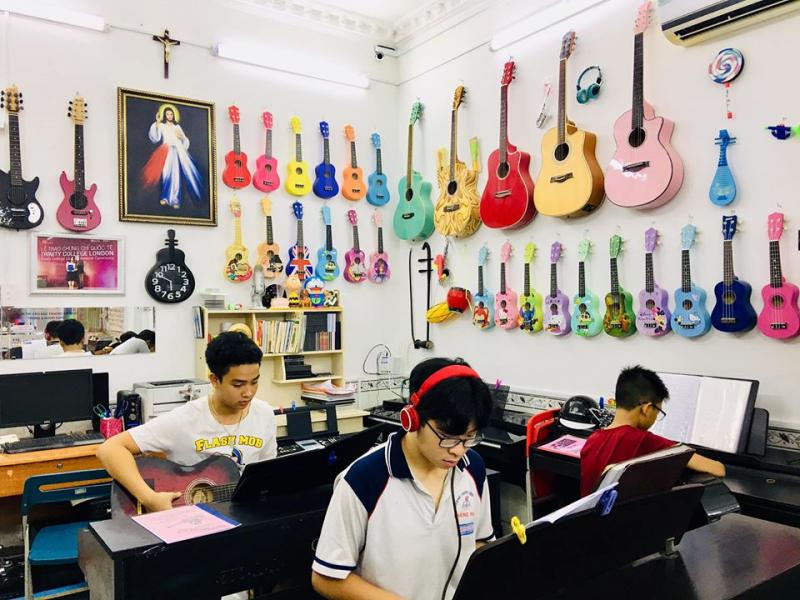 Lớp học guitar tại Thiên Lý
