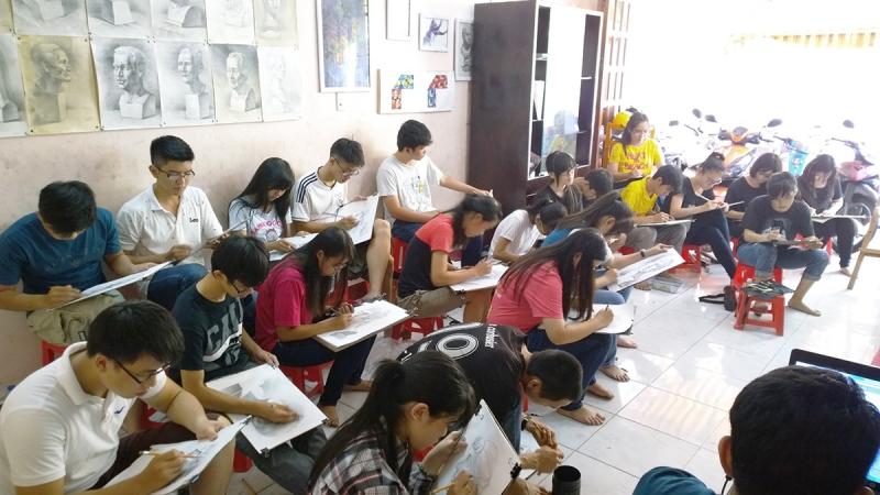 Không khí một lớp học vẽ