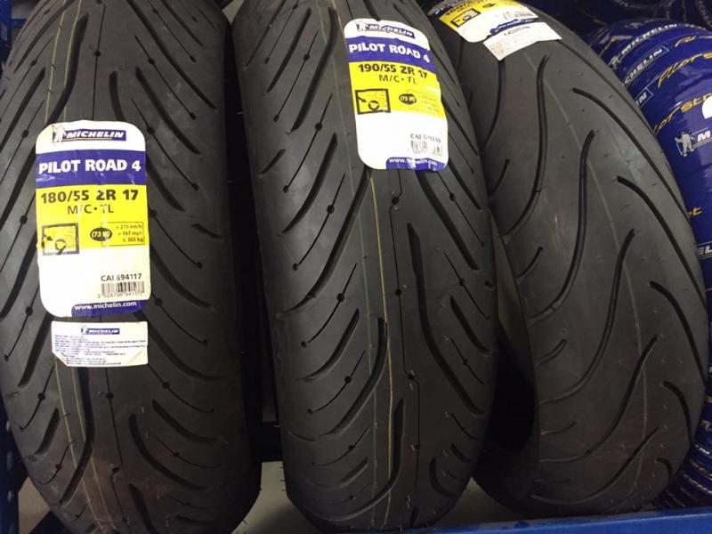 Lốp xe máy Michelin.