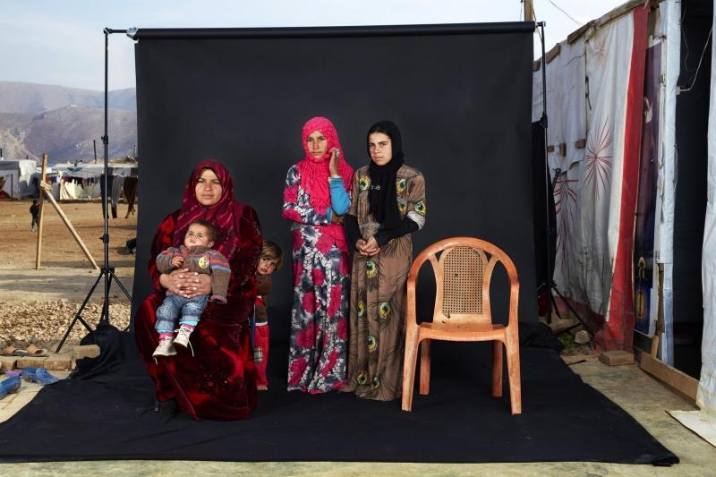 Bức ảnh Lost Family Portraits của nhiếp ảnh gia Dario Mitidieri - Nguồn Internet