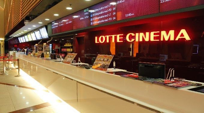 Rạp chiếu phim của Lotte thường nằm tại trung tâm thương mại của Lotte. Bạn có thể đến xem phim, đi dạo, mua sắm, ăn uống,...