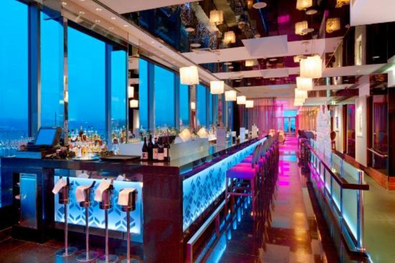 Quán Lounge Bar Cloud 9 phòng máy lạnh