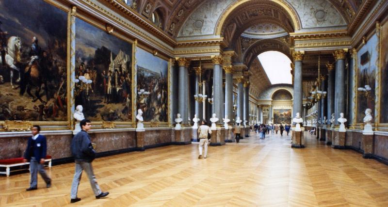 Bên trong bảo tàng Louvre