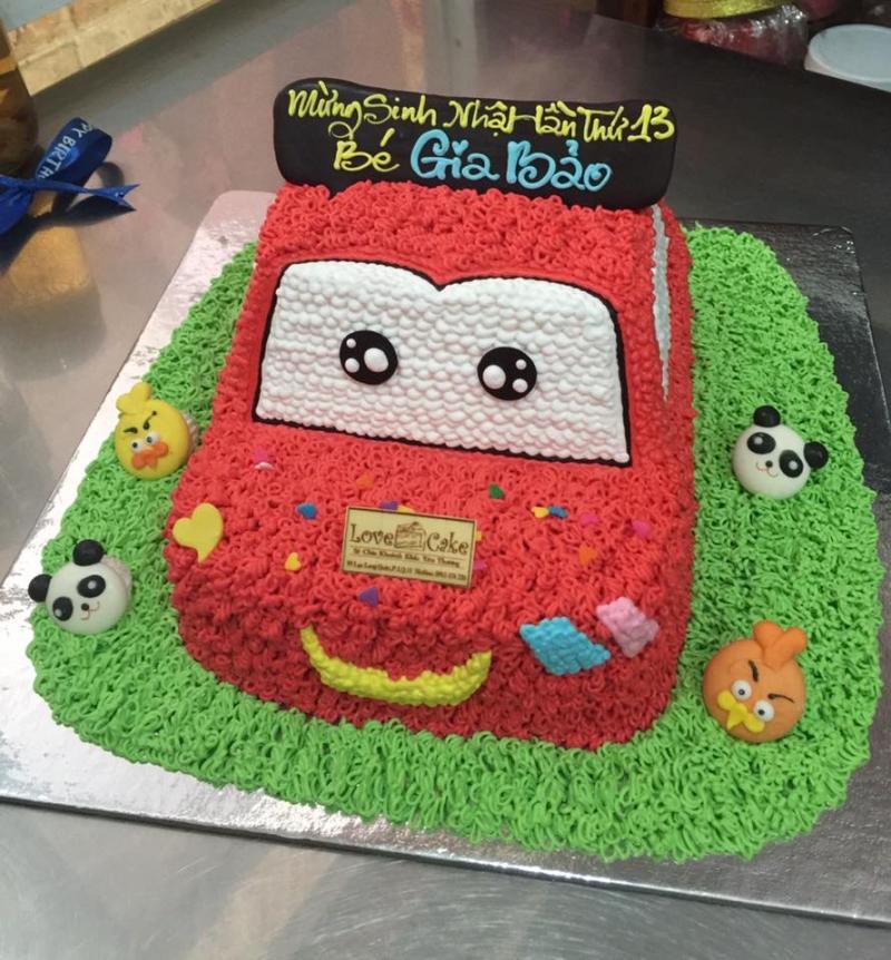 Bánh sinh nhật hình xe hơi đáng yêu cho bé trai