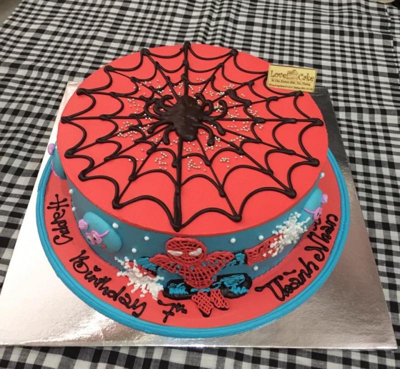 Chiếc bánh với chủ đề Spider Man ngộ nghĩnh