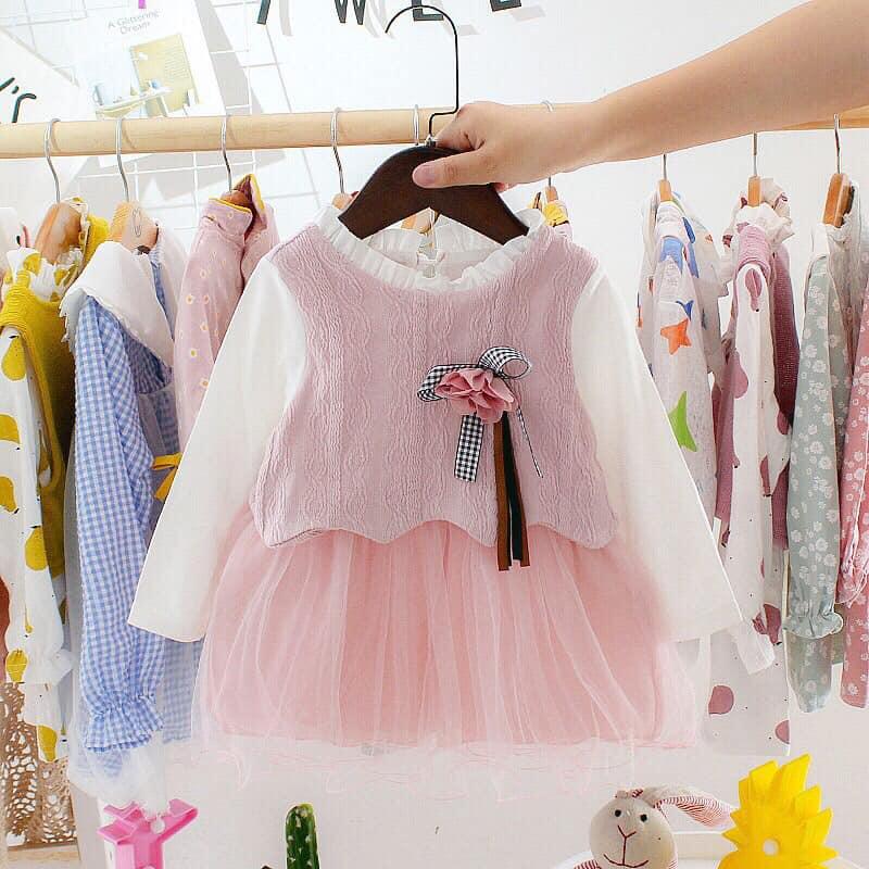 Đầm xòe cho bé gái ở shop được thiết kế bởi họa tiết hài hòa, điểm nhấn bèo nhún, xếp ly siêu dễ thương sẽ khiến cho con em các mẹ, các bạn diện lên là xinh cực kỳ