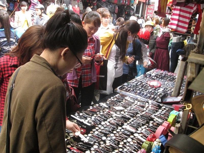 Lừa mua đồng hồ, máy ảnh, điện thoại… với mức siêu rẻ, hấp dẫn ở ngoài đường