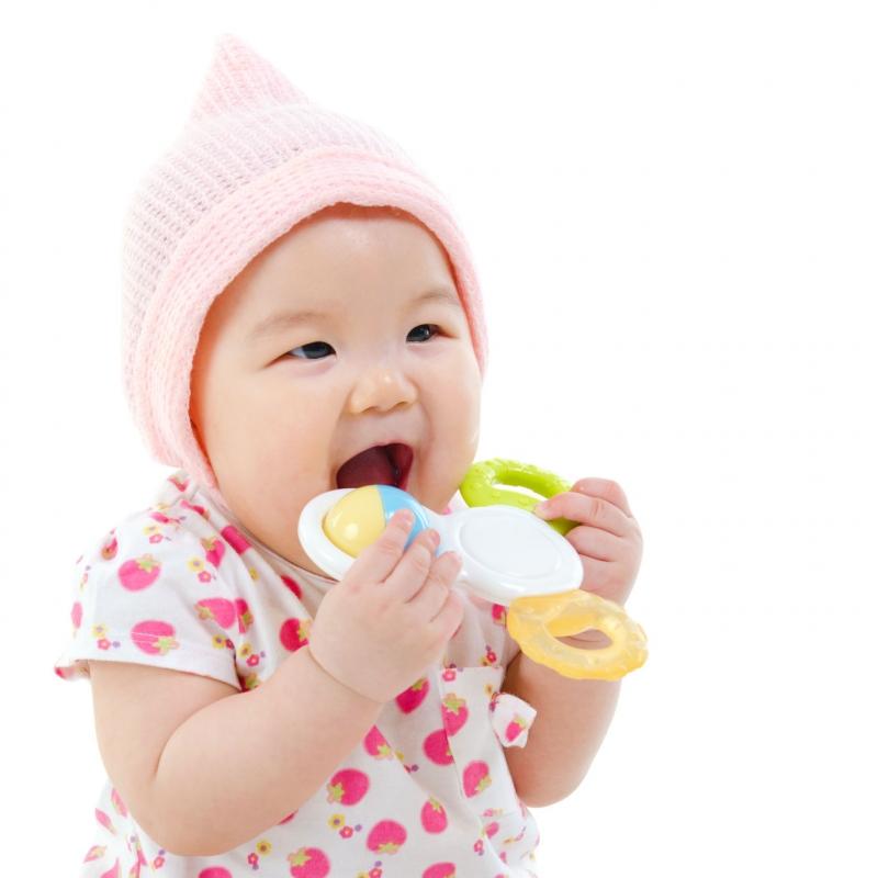 Lục lạc là món đồ chơi tuyệt vời cho bé 1 tháng tuổi.