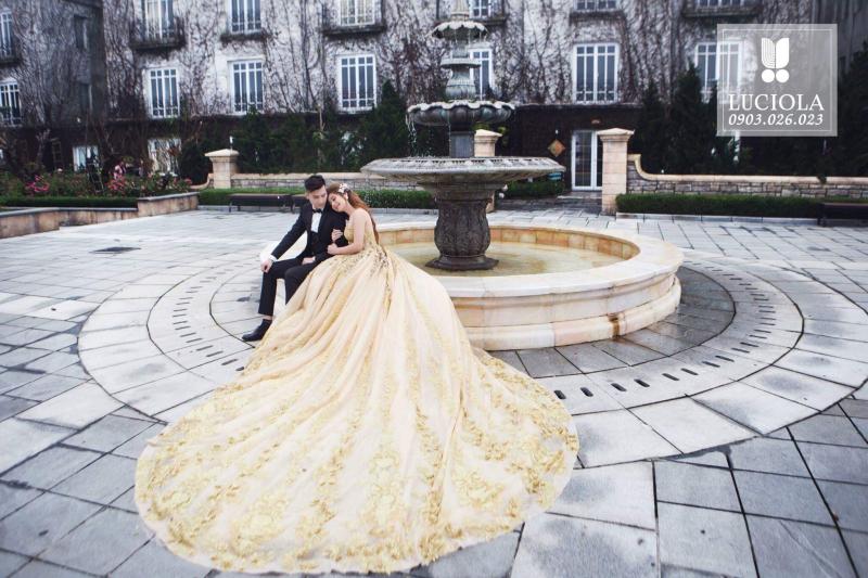 Studio khai thác hình ảnh ấn tượng của các cặp đôi qua phong cách trang điểm tỉ mỉ và sắc sảo