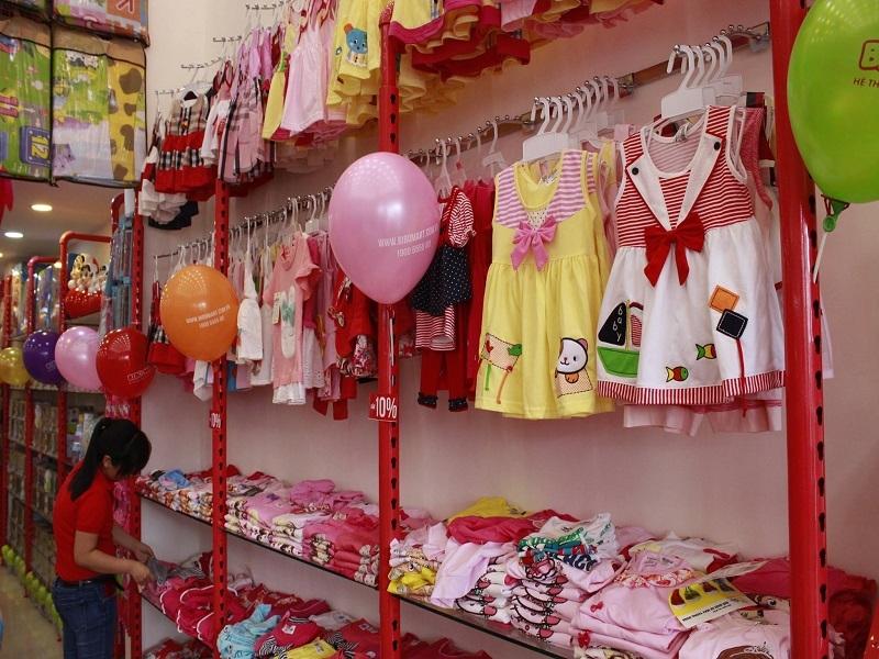 Quần áo bé gái ở Bibo Mart.