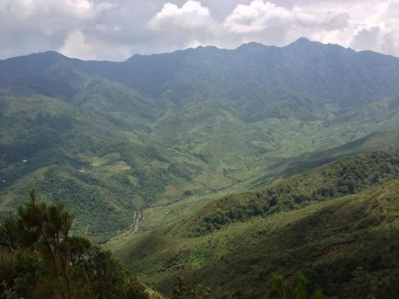Lùng Cúng (2,925 m)