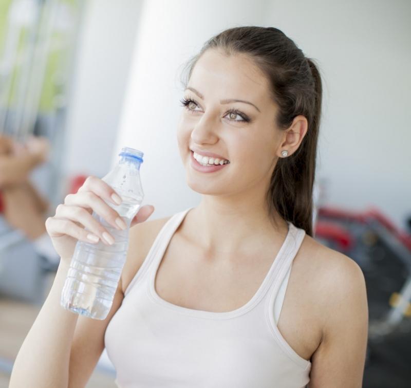 Bổ sung đầy đủ lượng nước cho cơ thể mỗi ngày