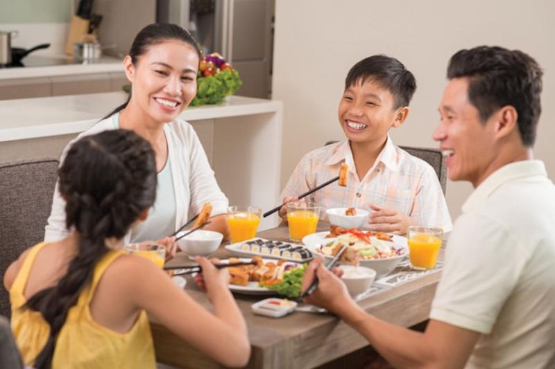 Bữa cơm chính là sợi dây gắn kết tình cảm gia đình.