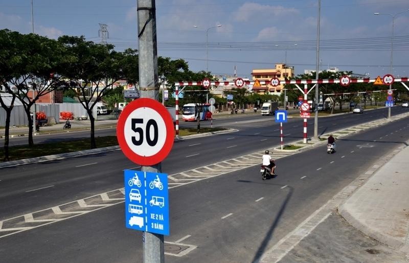 Luôn điều khiển phương tiện giao thông di chuyển đúng với tốc độ quy định