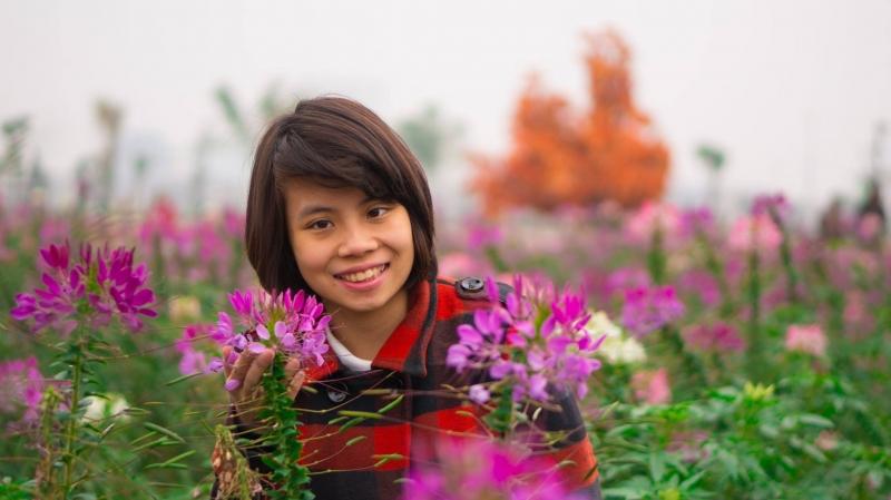 Một cô gái sống lạc quan sẽ khiến cuộc sống của bạn đầy màu sắc và thú vị.