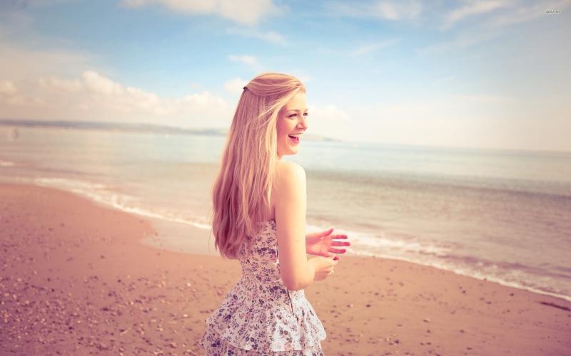 Nụ cười thực sự là một chìa khóa vạn năng. Hãy luôn cười tươi con gái nhé