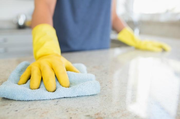 Găng tay sẽ giúp bảo vệ đôi tay bạn khỏi hóa chất