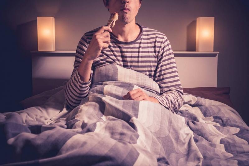 Trước khi đi ngủ vài tiếng không được ăn gì