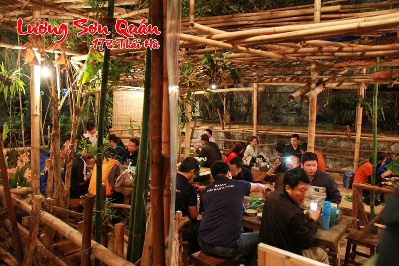 Thực khách đến đây để thưởng thức các món ăn dân dã trong một không gian thiên nhiên khoáng đạt.