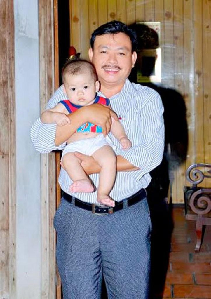 Lương y Nguyễn Phú Lâm cùng cậu nhóc được sinh ra nhờ bài thuốc của ông