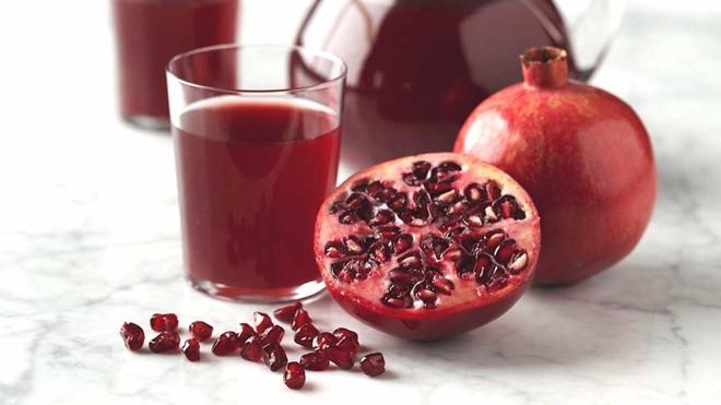 Một cốc nước ép lựu có hàm lượng chất chống oxy hóa nhiều hơn một ly rượu vang đỏ hay một cốc trà xanh