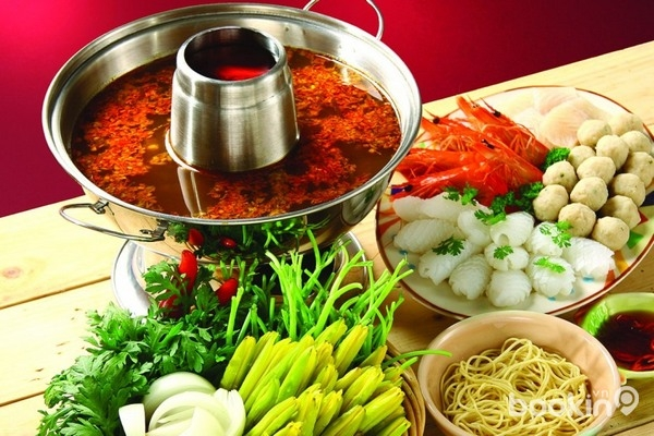Ẩm thực Thái Lan là sự hòa trộn tinh tế của thảo dược, gia vị và thực phẩm tươi sống với những phong cách nấu nướng đặc biệt