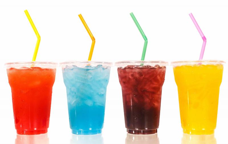 Những loại nước được đóng chai như: nước ngọt, nước ép trái cây, nước tăng lực…đều có chứa chất bảo quản